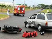 Mototaxista fica gravemente ferido em colisão