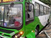 Ônibus quebra, espalha óleo e carros rodam na José Paulino