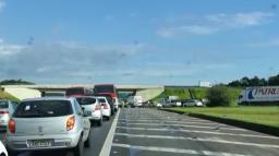 Acidente entre dois carros trava a Rodovia Anhanguera