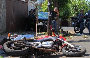 F.L.Piton / A Cidade - Com impacto, motociclista chegou a ser arremessado