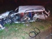 Caminhão bate em carro funerário na rodovia e fere 3