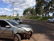 Gestante é socorrida após colisão de veículos na vicinal de Bueno