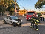 Motorista sofre ataque epilético e bate carro em muro