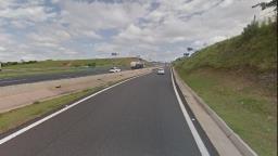 Motorista morre após colidir caminhão na D. Pedro I