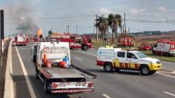 Acidente entre caminhões bloqueia Anhanguera e deixa um ferido