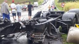 Grave acidente na SP-255 deixa ao menos dois mortos e dezenas de feridos