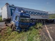 Após 5 horas, pista da rodovia Abrão Assed segue interditada