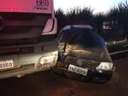 Colisão entre carro e carreta deixa mulher ferida em São Carlos