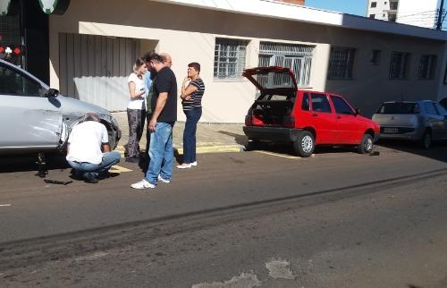 Proprietários dos veículos precisaram trocar os pneus furados - Foto: ACidade ON - São Carlos