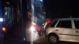 Ônibus provoca engavetamento na Av. José Pereira Lopes