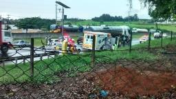 Engavetamento envolve três carros na SP-310 em São Carlos