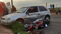 Jovem de 16 anos que colidiu contra carro permanece em estado grave
