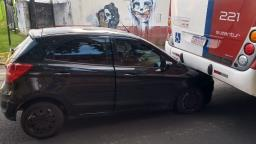 Gestante fica ferida após colidir contra ônibus na Vila Nery