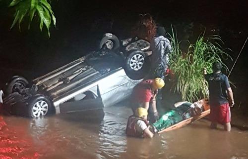 Josué Suzuki/A Cidade - Bombeiros retiram vítima de acidente do Retiro Saudoso