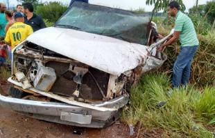 Ademir Feliciano / Arquivo pessoal - Uma das caminhonetes ficou com a dianteira destruída