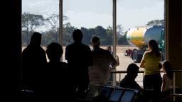 "Passageiros ""passam"" sufoco no aeroporto Leite Lopes"