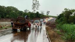 Chuva faz represa transbordar na região de Ribeirão Preto