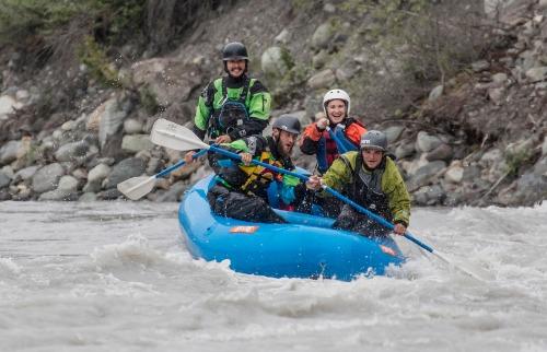 Paul Scannell / Divulgação - Rios com águas glaciais se tornam rotas para a prática do rafting ou mesmo para uma boa pescaria