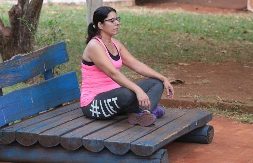 Alessandra Codato Eufrásio adotou a meditação para aliviar o estresse, que lhe provocava frequentes lapsos de memória - Foto: Matheus Urenha / A Cidade