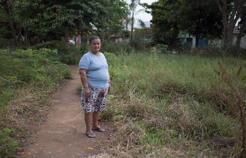 Weber Sian / A Cidade - Alice reclama do descaso com a praça Jardim Juliana  segundo os moradores, há anos sem manutenção por parte da prefeitura