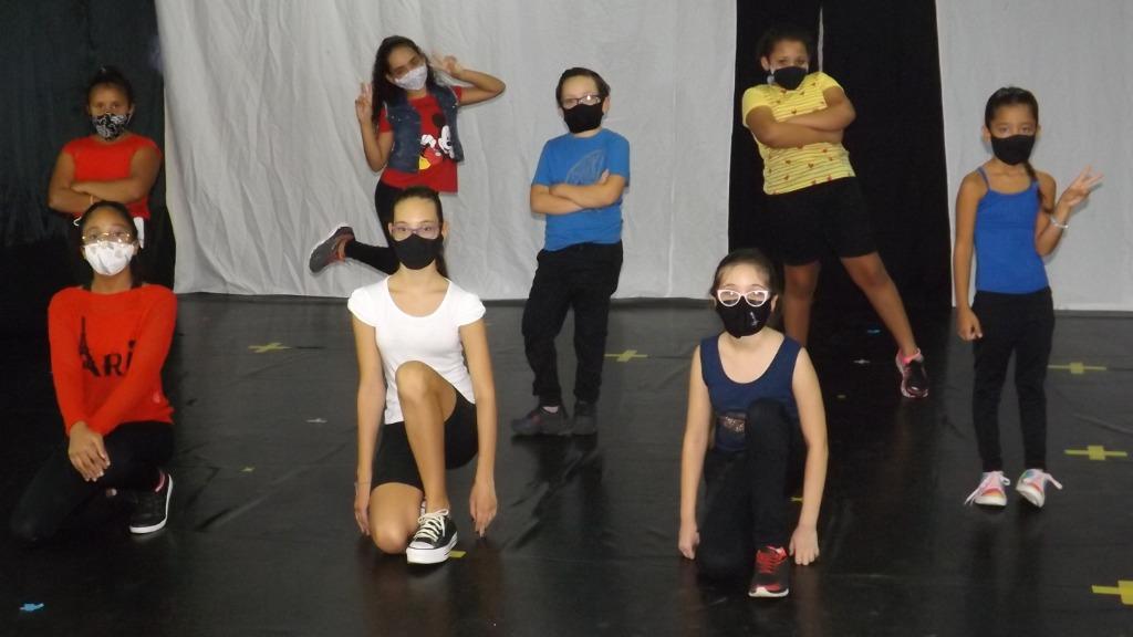 Alunas do Arnea em espetáculo que será apresentado on-line (Foto: Divulgação) - Foto: (Foto: Divulgação)