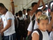 Lotação em ônibus escolar revolta pais no Jardim Esplanada