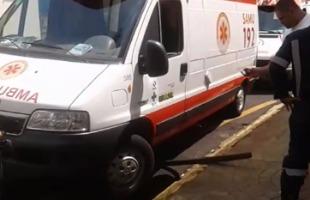 José Ronaldo Marques / Arquivo pessoal - Ambulância caiu em buraco quando o motorista tentava estacionar o veículo