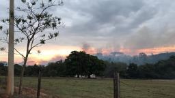 Fogo atinge fazendas e sitio do bairro da Dobrada em Amparo