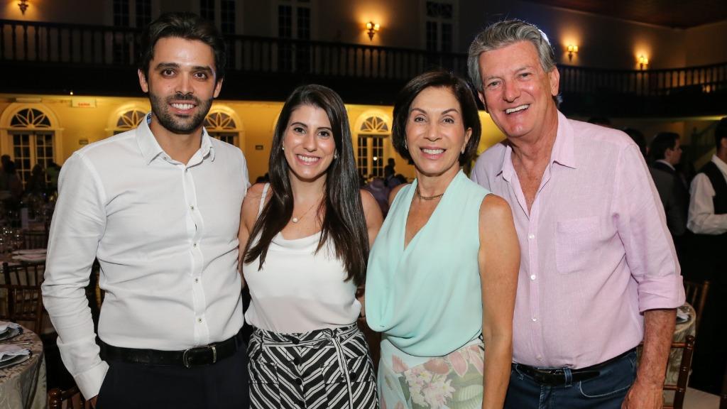 Caio Almeida, Flavia Simionatto, Nale e Roberto Simionatto prestigiaram a festa/niver de Almir Reis - Foto: Guilherme Gongra