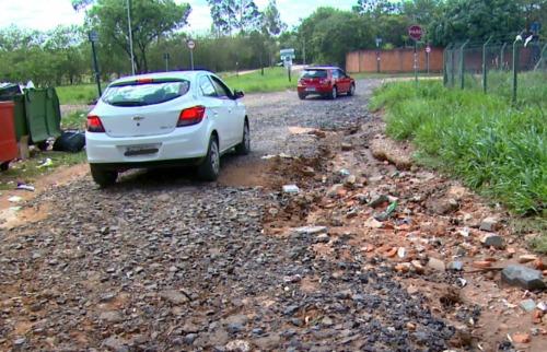 Após chuvas, buracos e excesso de lama dificultam acesso em bairro - Foto: ACidade ON - São Carlos