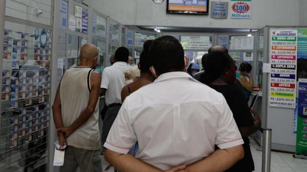 Apostas podem ser feitas em casas lotéricas ou pela internet (Foto: Denny Cesare/Código19) - Foto: Foto: Denny Cesare/Código19