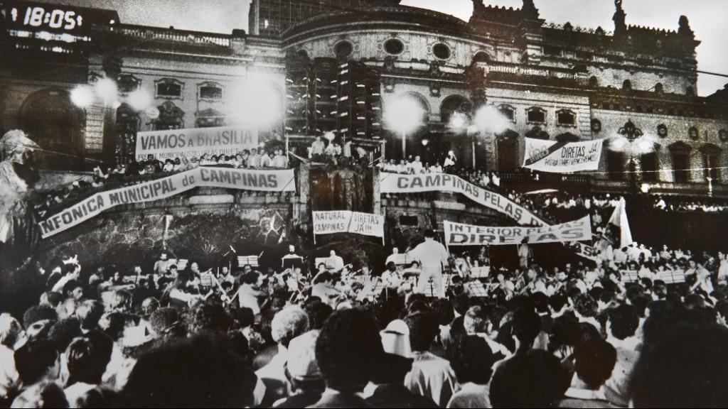 Apresentação da Sinfônica de Campinas no movimento das Diretas Já, em 1984 (Foto: Luiz Granzotto/Arquivo OSMC) - Foto: Luiz Granzotto/Arquivo OSMC
