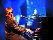 Shopping realiza show em tributo a Elton John
