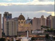 Semana começa com sol e chuva em Araraquara