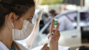 Vacinação contra a covid-19 é retomada nesta segunda-feira