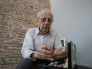 O artista plástico Ary De Lázari, de 83 anos - Foto: Milena Aurea / A Cidade