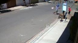 VÍDEO: Mulher é assaltada enquanto esperava ônibus em Ribeirão