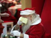 Guloseimas acabam e crianças atiram pedras em Papai Noel