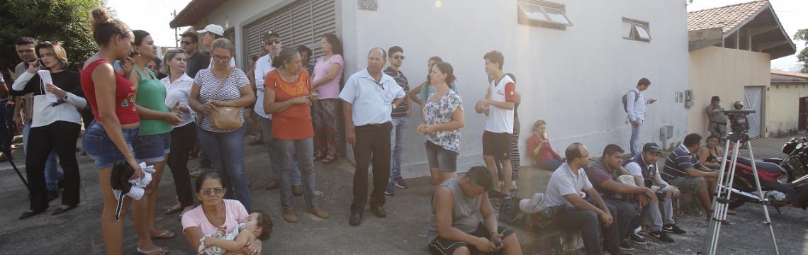 Pais de alunos aguardavam por informações após os disparos dentro da sala de aula - Foto: Dida Sampaio / Estadão Conteúdo