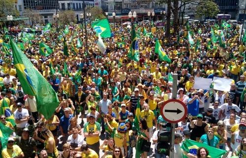 Ato a favor de Bolsonaro ocorre na manhã deste domingo. (Foto: Denny Cesare/Código19) - Foto: Denny Cesare/Código19