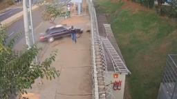 Incrível: Homem se salva de atropelamento em Ribeirão Preto