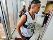 Justiça libera goleiro Bruno a dar aulas de futebol fora da cadeia