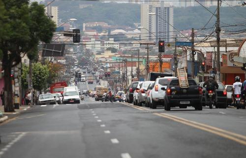 Construção de corredor de ônibus na avenida D. Pedro I é um dos alvos das CEE (Foto: F.L. Piton/Arquivo ACidade) - Foto: F.L.Piton / A CIDADE