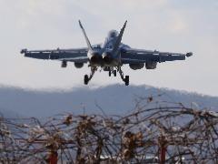 Aeronave da Força Aérea dos Estados Unidos voa sobre a Base Aérea de Osan em Pyeongtaek, na Coreia do Su (Foto: AHN YOUNG-JOON/ASSOCIATED PRESS/ESTADÃO CONTEÚDO) - Foto: AHN YOUNG-JOON/ASSOCIATED PRESS/ESTADÃO CONTEÚDO