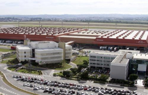 Código 19 - Aviões estão na pista do aeroporto de Viracopos. Foto: Código 19
