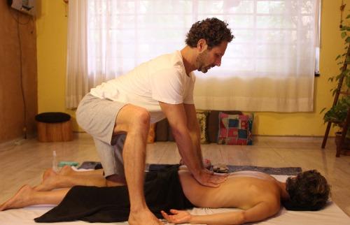 Terapeuta Ricardo Garla: yoga aliada à medicina Ayurvédica para retomar o equilíbrio do corpo - Foto: Arquivo pessoal