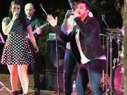 Banda Babilônia agita moradores no Teatro de Arena do Bicão