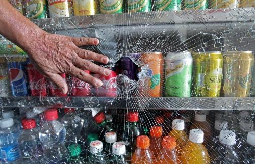 Comerciante estava dentro do bar durante ataque na tarde desta quarta-feira (21) - Foto: Matheus Urenha / A Cidade