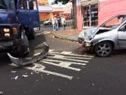 Caminhoneiro vira na contramão e causa acidente no Geraldo de Carvalho