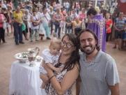 Bebê é batizado em missa a céu aberto no Calçadão de Ribeirão Preto